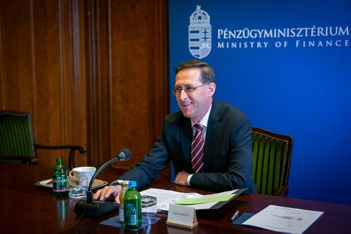 Jövőre is folytatódik az adócsökkentések politikája