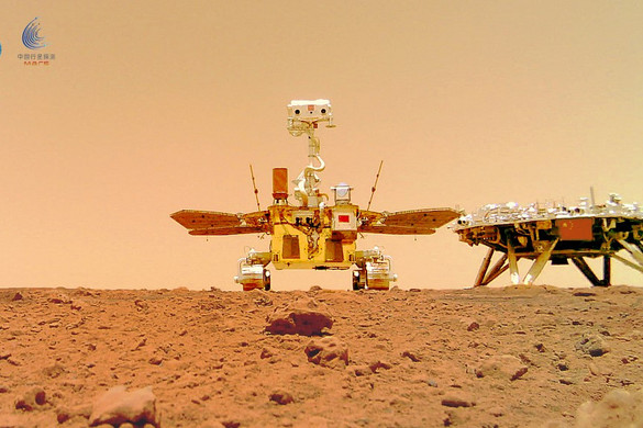 Látványos felvételeket tett közzé a vörös bolygóról a kínai marsjáró
