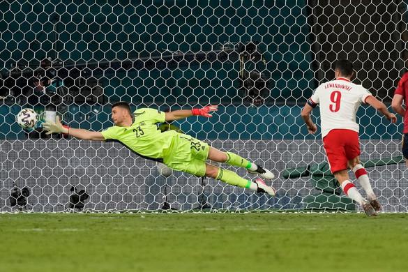 Lengyelország versenyben maradt, újra iksz a spanyoloknak