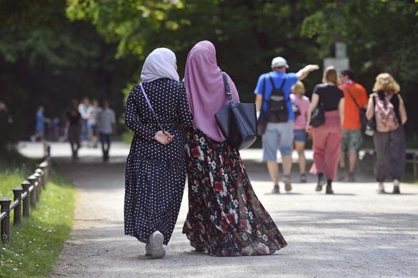 Betiltható az európai vállalatoknál a hidzsáb viselése