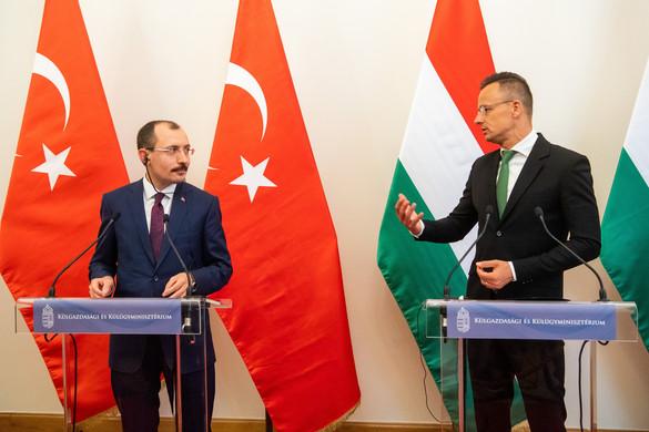 """""""A kormány különlegesen fontosnak tekinti a török-magyar együttműködést"""""""