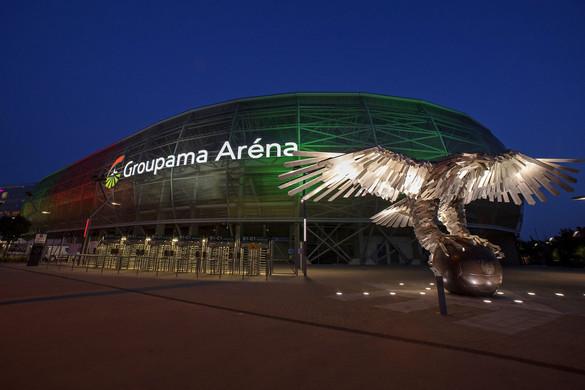 Piros-fehér-zöldbe borultak a magyar sportlétesítmények
