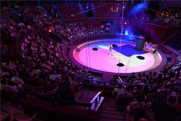 Egészségügyi és rendvédelmi dolgozókat köszöntöttek a cirkuszban