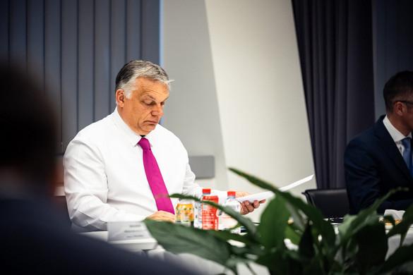 Orbán: Az EU egyben tartásához a liberálisoknak tiszteletben kell tartaniuk a nem liberálisok jogait