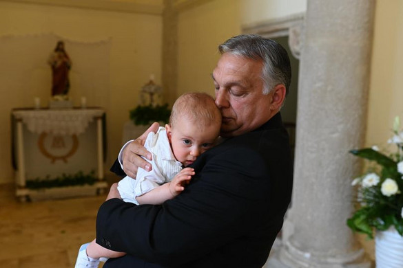 Orbán Viktor unokája kereszteléséről posztolt