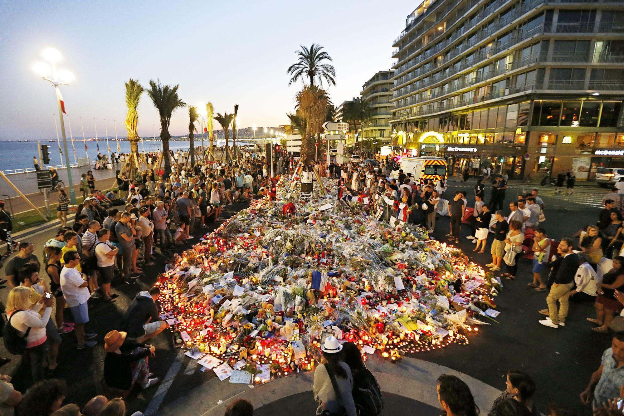 A terror árnyéka vetül a franciákra
