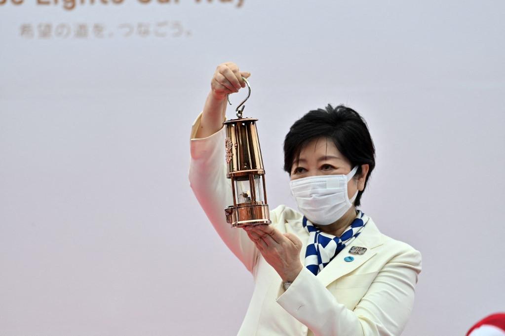 Koike Jurikó, Tokió kormányzója az olimpiai lánggal