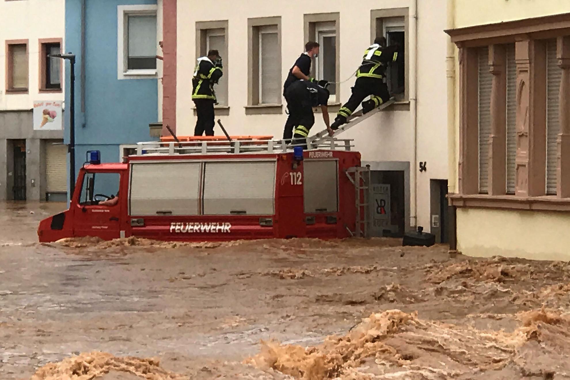 Legalább nyolcvan halálos áldozata van a Németország nyugati részén történt áradásoknak, és több tucat ember hollétéről nem tudni a hatóságok péntek reggeli összesítése szerint