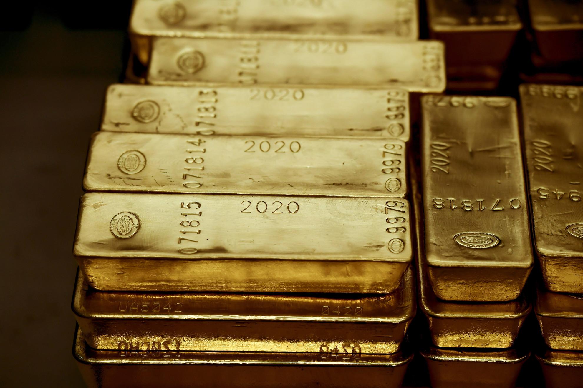 Aranytömbök az MNB által őrzött aranytartalékból Budapesten, az MNB logisztika központjában 2021. július 6-án. Ezen a napon Orbán Viktor miniszterelnök Matolcsy György, a Magyar Nemzeti Bank (MNB) elnökének társaságában megtekintette az MNB által őrzött aranytartalékot