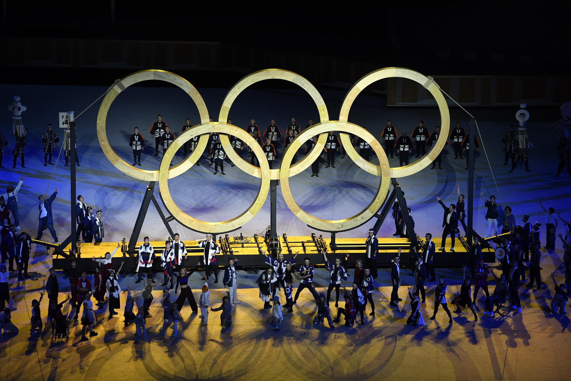 A XXXII. nyári olimpiai játékok nyitóünnepsége a tokiói Olimpiai Stadionban