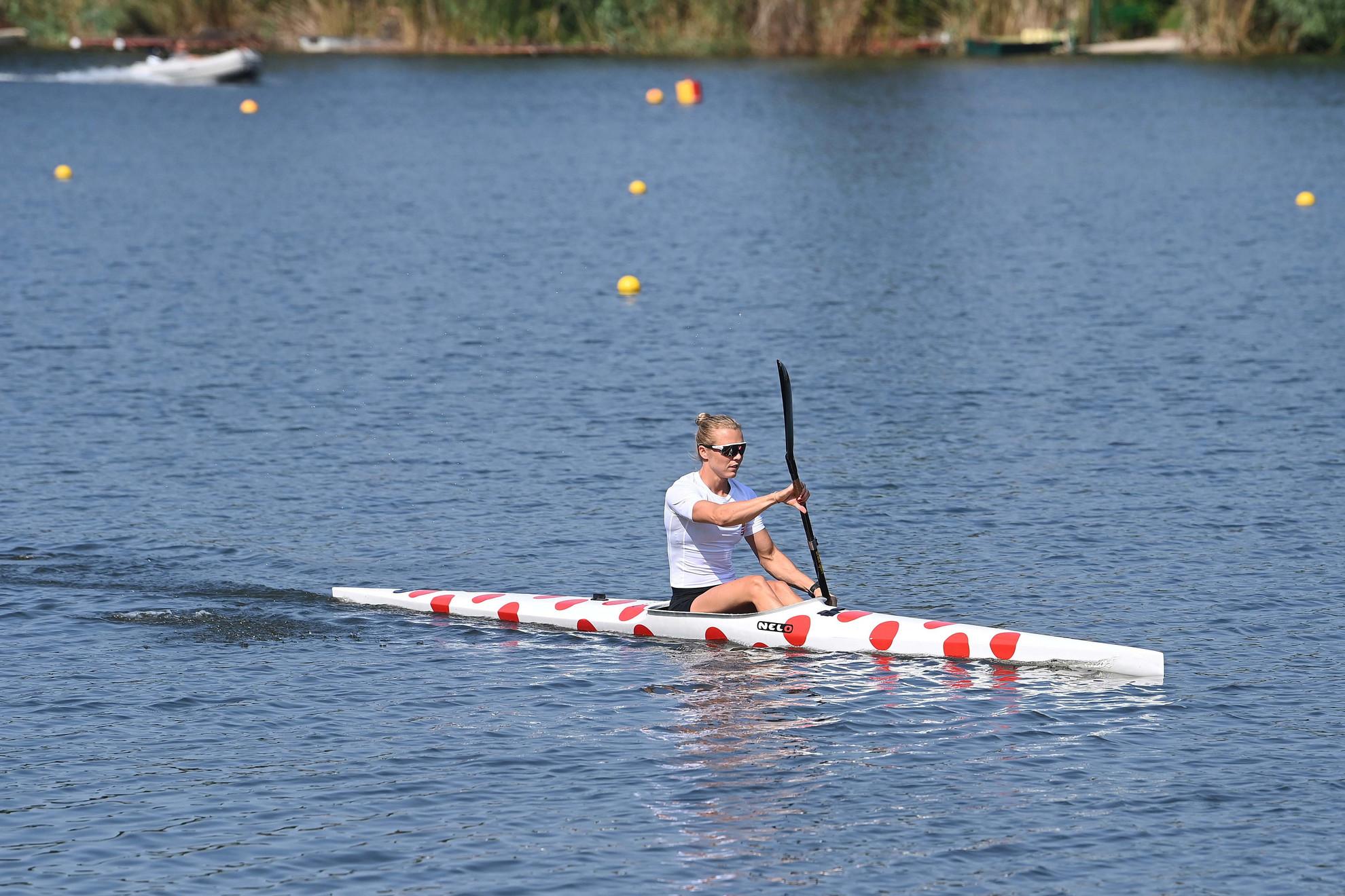Kárász Anna kajakozó, a tokiói olimpiára utazó csapat tagja a szolnoki edzőtáborban, a Holt-Tiszai Vízisport Telepen