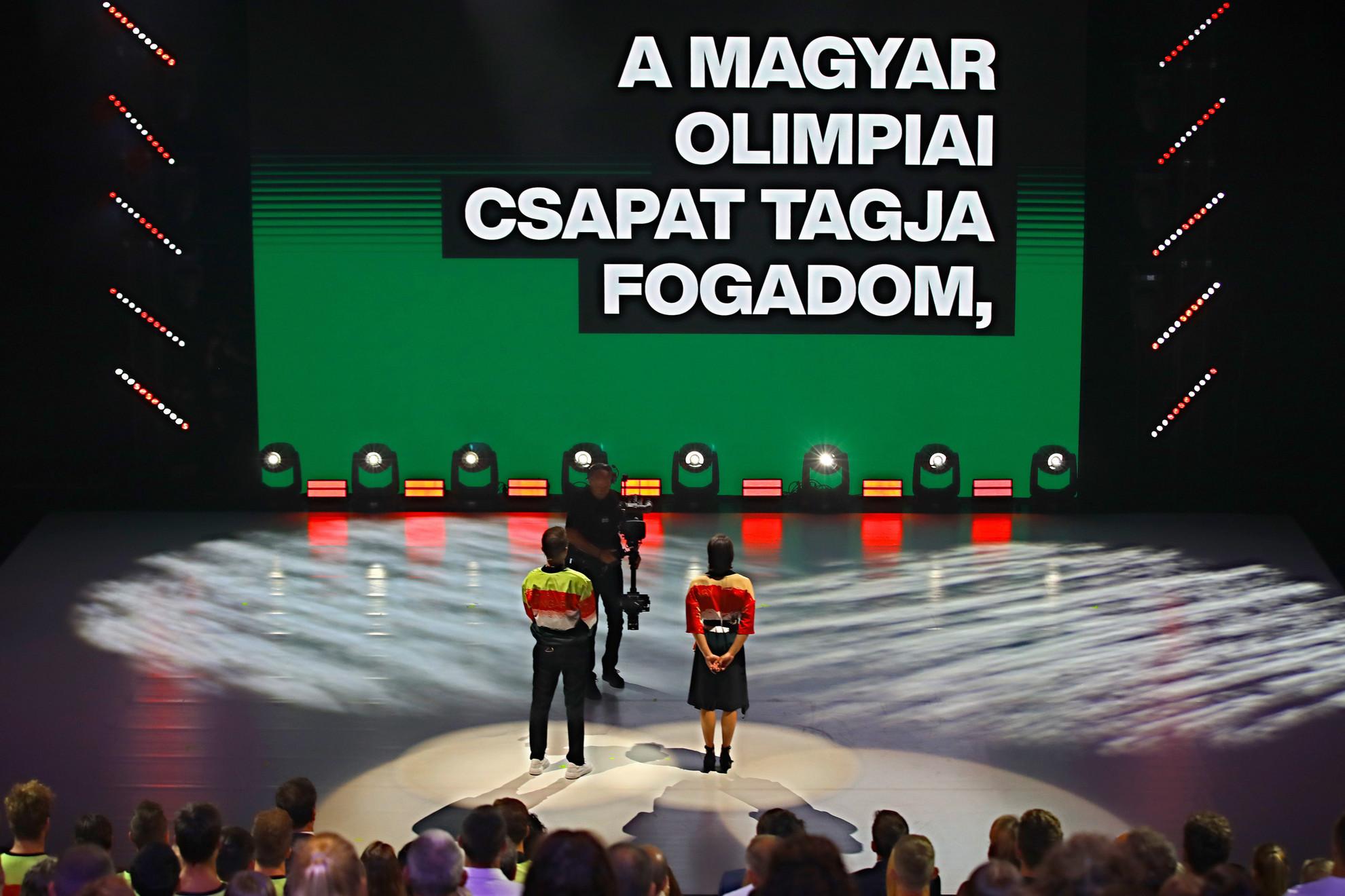 A fogadalomtétel szövegét két ifjúsági olimpiai bajnok sportoló, az úszó Késely Ajna és a sportlövő Péni István mondta el