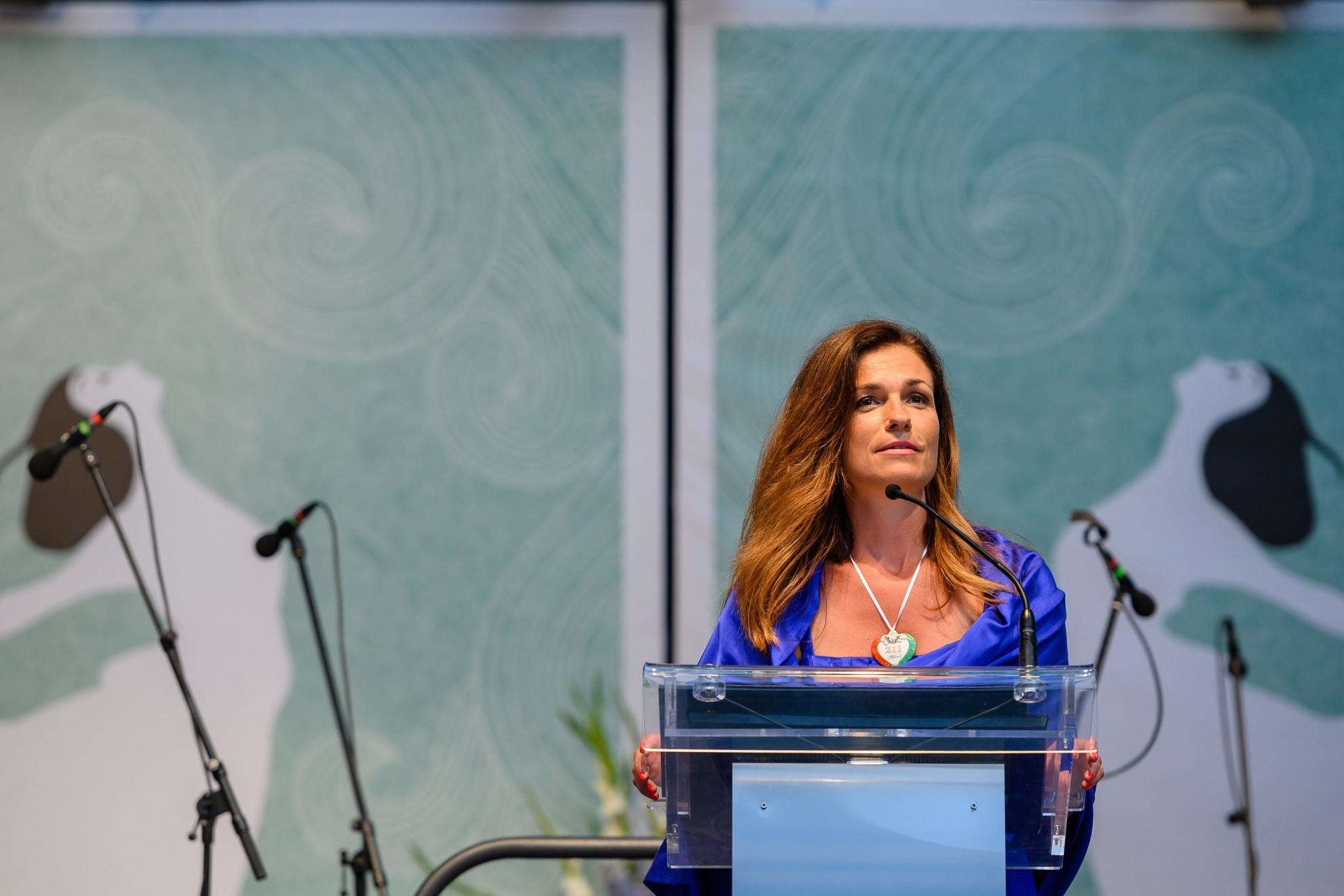 Varga Judit igazságügyi miniszter beszédet mond a 196. Anna-bál megnyitóján a balatonfüredi Anna Grand Hotel parkjában 2021. július 31-én