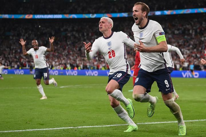 Ötvenöt év után döntőt játszanak az angolok