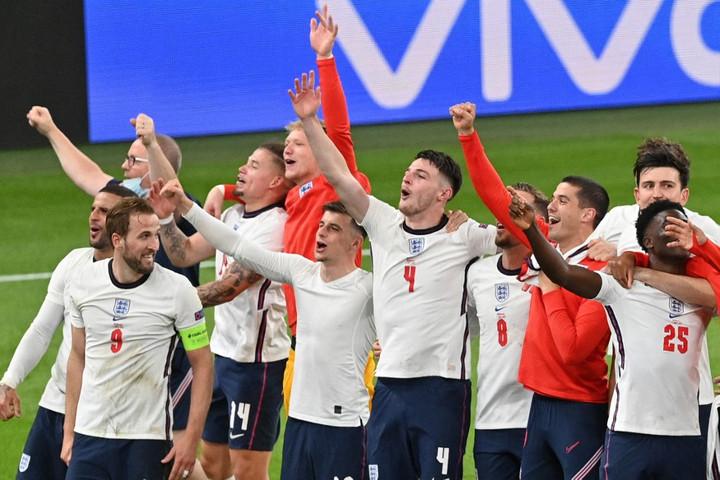 Jótékony célra fordítanák pénzdíjukat az angol válogatott focistái