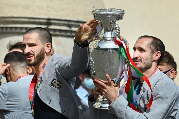 Bonucci meg akarja győzni Chiellinit, hogy a világbajnokságig folytassa