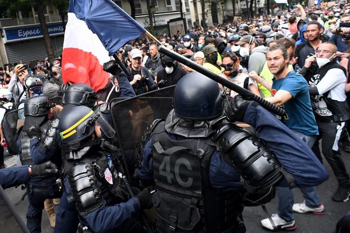Erőszakos tüntetők ismét összecsaptak a rendőrökkel Párizsban