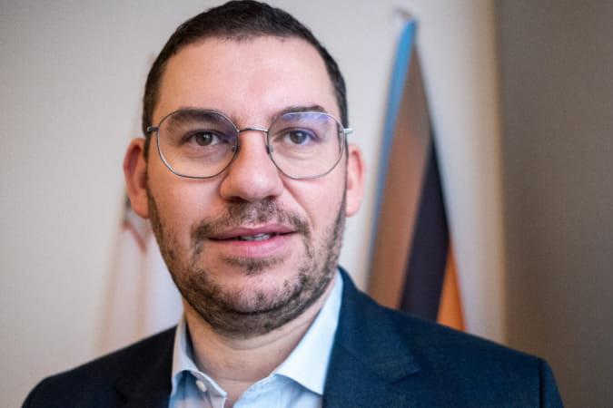 Szexuális bűnöző támadja a magyar gyermekvédelmi törvényt