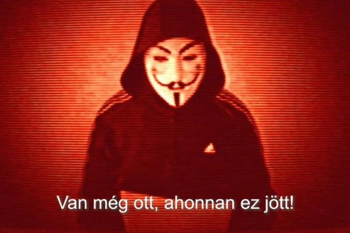 További leleplező anyagokat ígér a rejtélyes Anonymous-maszkos alak