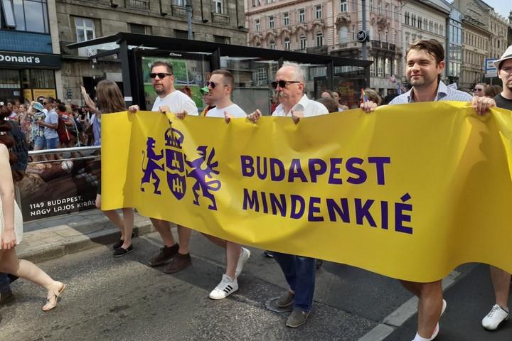 A Jobbik politikusa Niedermüllerrel együtt vonult a Pride-on