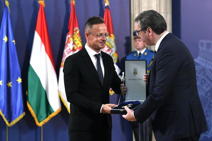 Szijjártó Péter jelentős szerb állami kitüntetést kapott