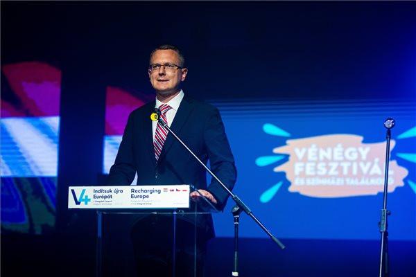 Rétvári: A legfontosabb, hogy a V4 országok minél jobban megismerjék egymás kultúráját