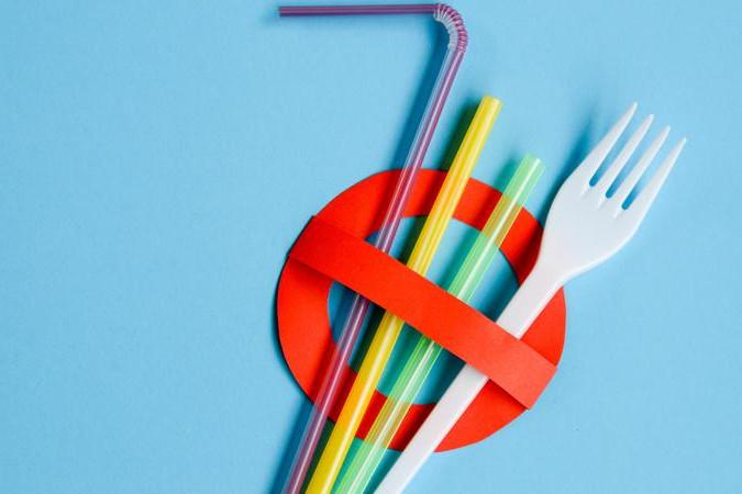 Búcsút inthetünk az egyszer használatos műanyag eszközöknek