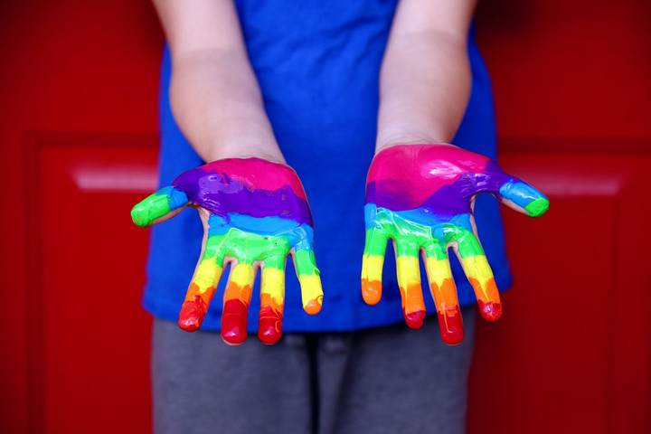 LMBTQ-propagandakönyvvel akarják a gyerekeket megtanítani írni