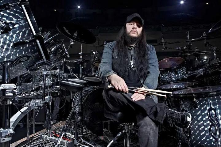 Elhunyt Joey Jordison, a Slipknot alapító dobosa