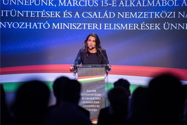 Állami és miniszteri elismeréseket adott át a családügyi miniszter