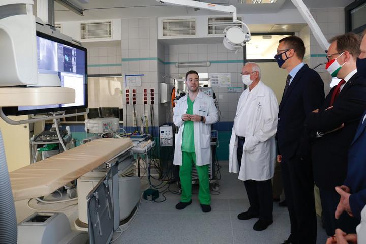 Átadták a Pécsi Szívgyógyászati Klinika megújult laborját