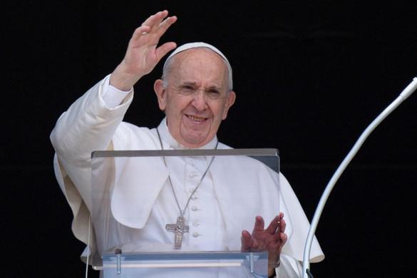 Jól érzi magát műtétje után Ferenc pápa