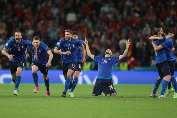 Morata tragikus hős lett, Olaszország büntetők után jutott az Eb döntőjébe