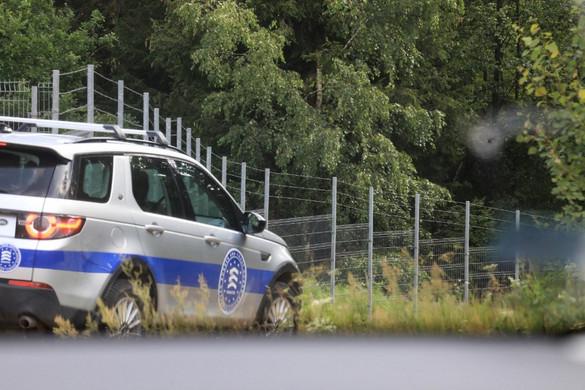Litvánia kifogyott a pengésdrótból, megakadt a határkerítés építése