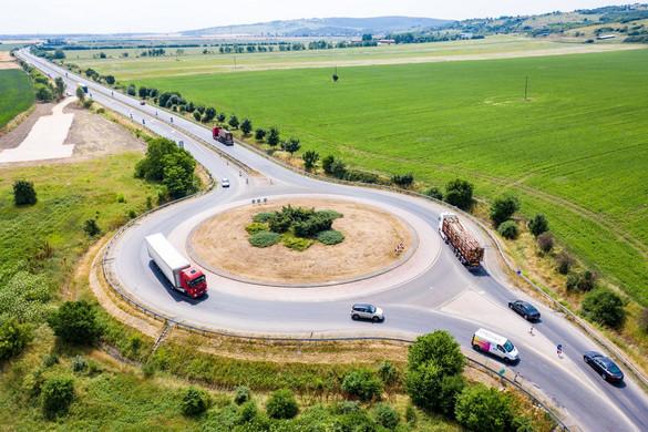 Kényelmesebbé, gyorsabbá és biztonságosabbá válik a közlekedés Miskolc és Kazincbarcika között
