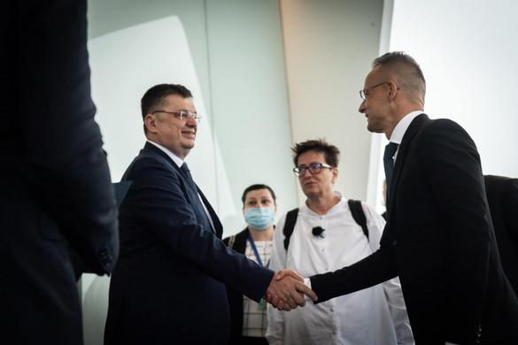 Magyarország 200 ezer adag védőoltást ajándékozott Bosznia-Hercegovinának