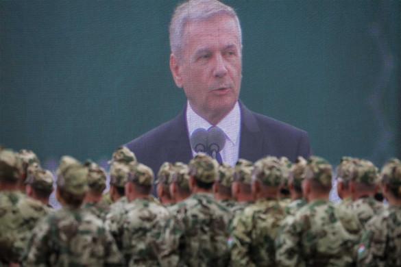 Benkő: A katonák bebizonyították, hogy nem csak a fegyverekhez értenek