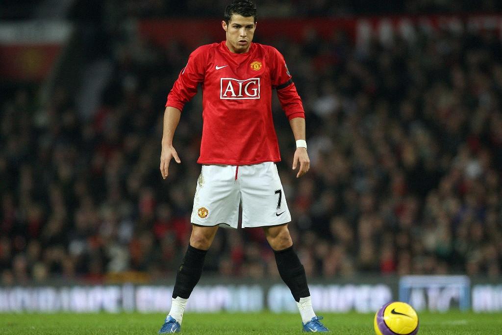 Ronaldo Beckham korábbi mezszámát, a 7-es örökölte meg a Unitednél, amelyre nemcsak méltónak bizonyult, de túl is nőtte nagy elődjét