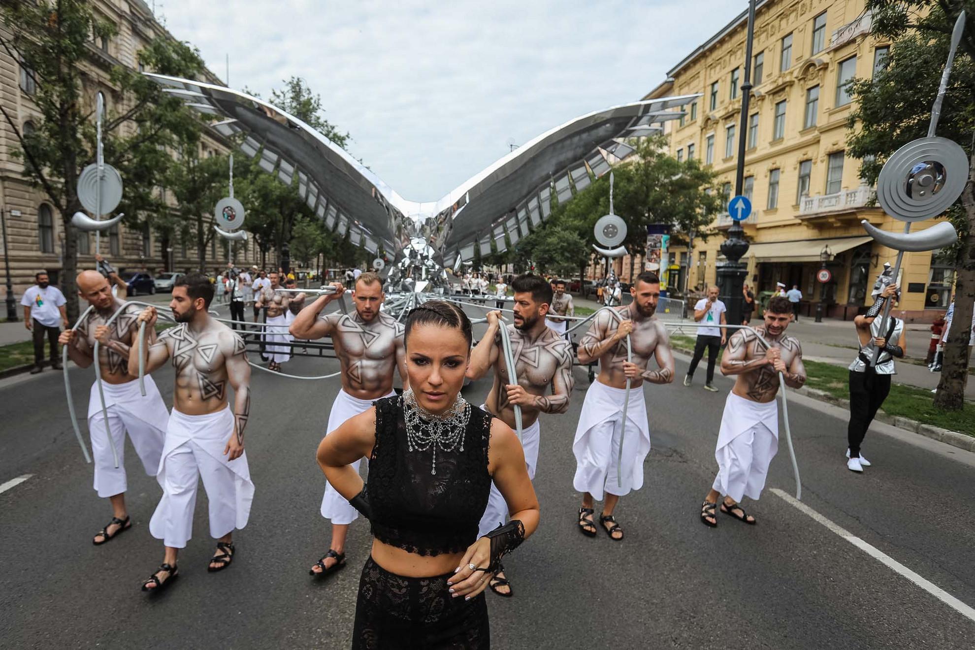 Péter Szabó Szilvia fellépése az Andrássy úton tartott felvonulásonaz államalapítás ünnepén, 2021. augusztus 20-án