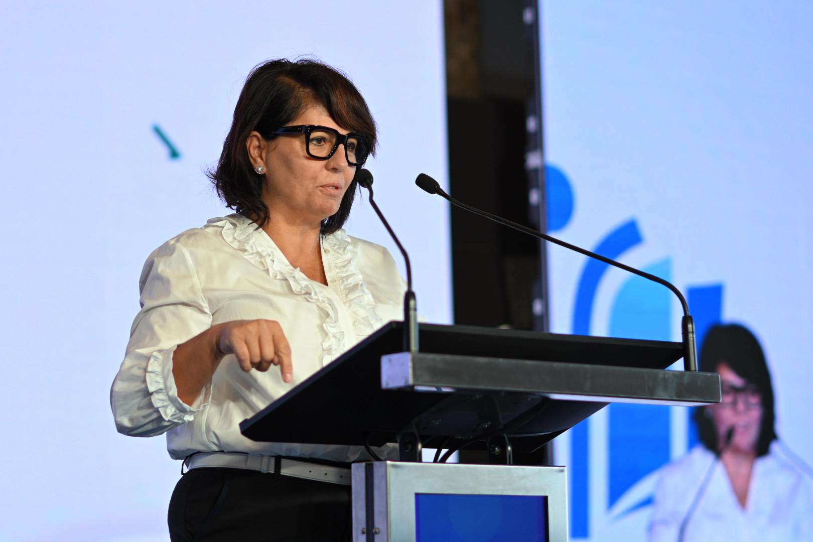Kelemen Beatrix Csilla, a Mészáros Alapítvány elnöke beszédet mond a Mészáros Alapítvány V. konferenciáján