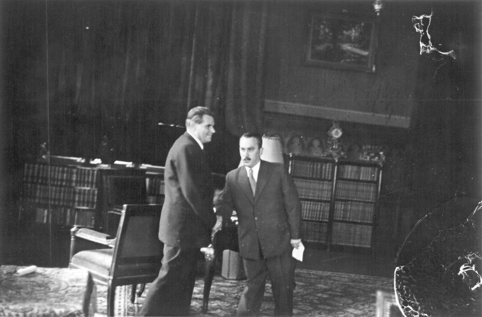 Dobi István miniszterelnök (1948–1952) és Péter Gábor, az Államvédelmi Hatóság vezetője (1945–1953)