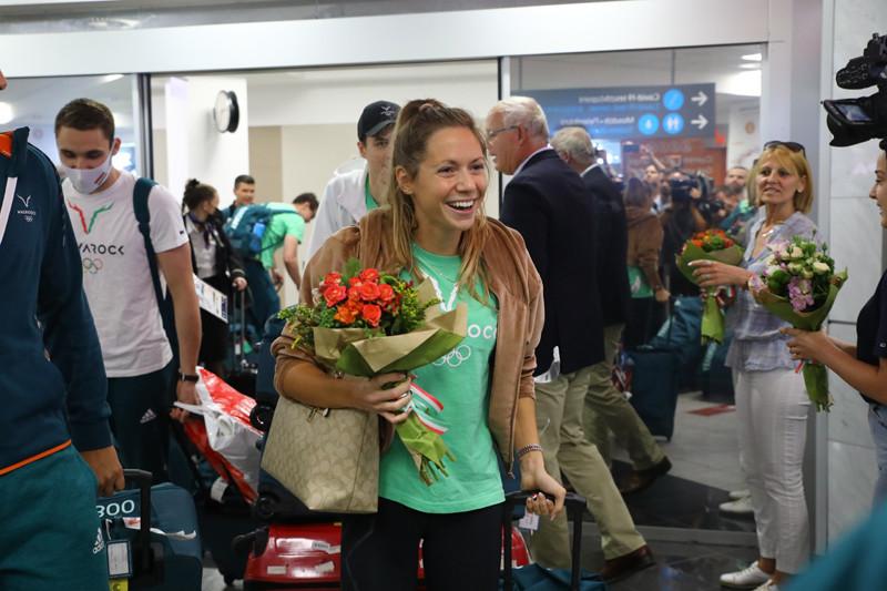 Kapás Boglárkát fogadják a Liszt Ferenc Repülőtéren