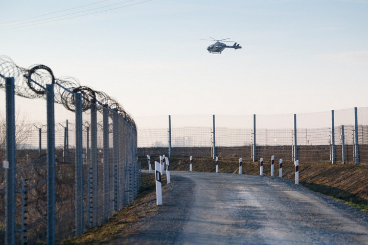 Több mint ezerszáz határsértő ellen intézkedtek a rendőrök a hétvégén