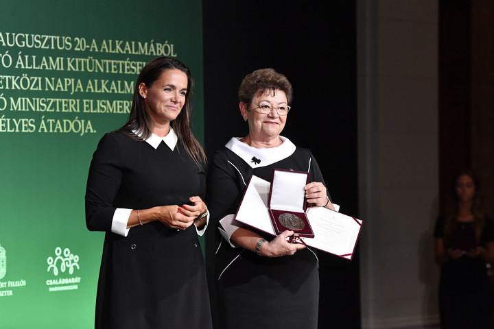 Állami kitüntetéseket adott át Novák Katalin
