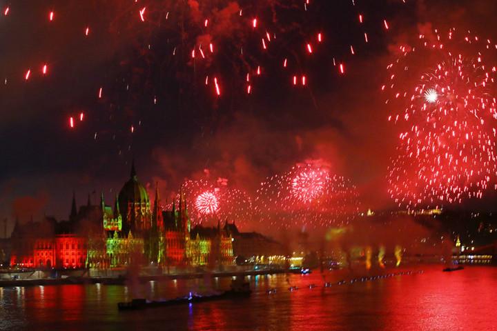 Minden idők leglátványosabb augusztus 20-i tűzijátékát rendezték Budapesten