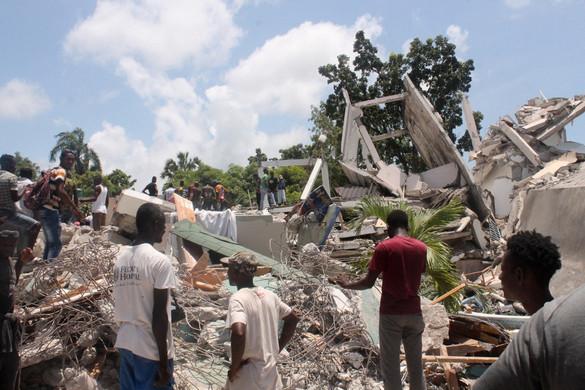 Több százzal emelkedett a haiti földrengés halálos áldozatainak száma