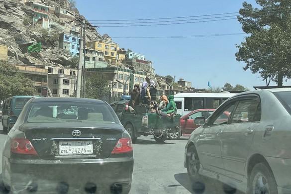 Kimenekítettek 26 magyart Kabulból