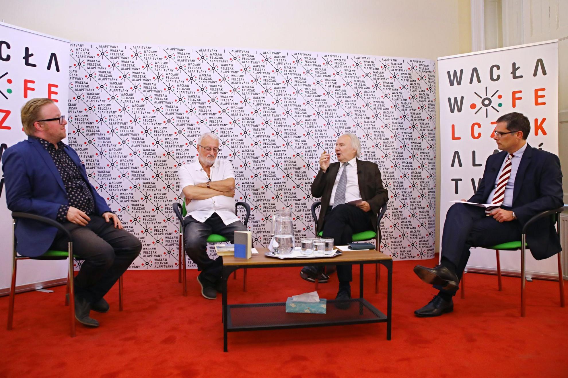 A Waclaw Felczak Alapítvány által rendezett programon Képes Gábor, Nemere István, Jerzy Snopek és Lovasi László beszélgetett a szerzőről