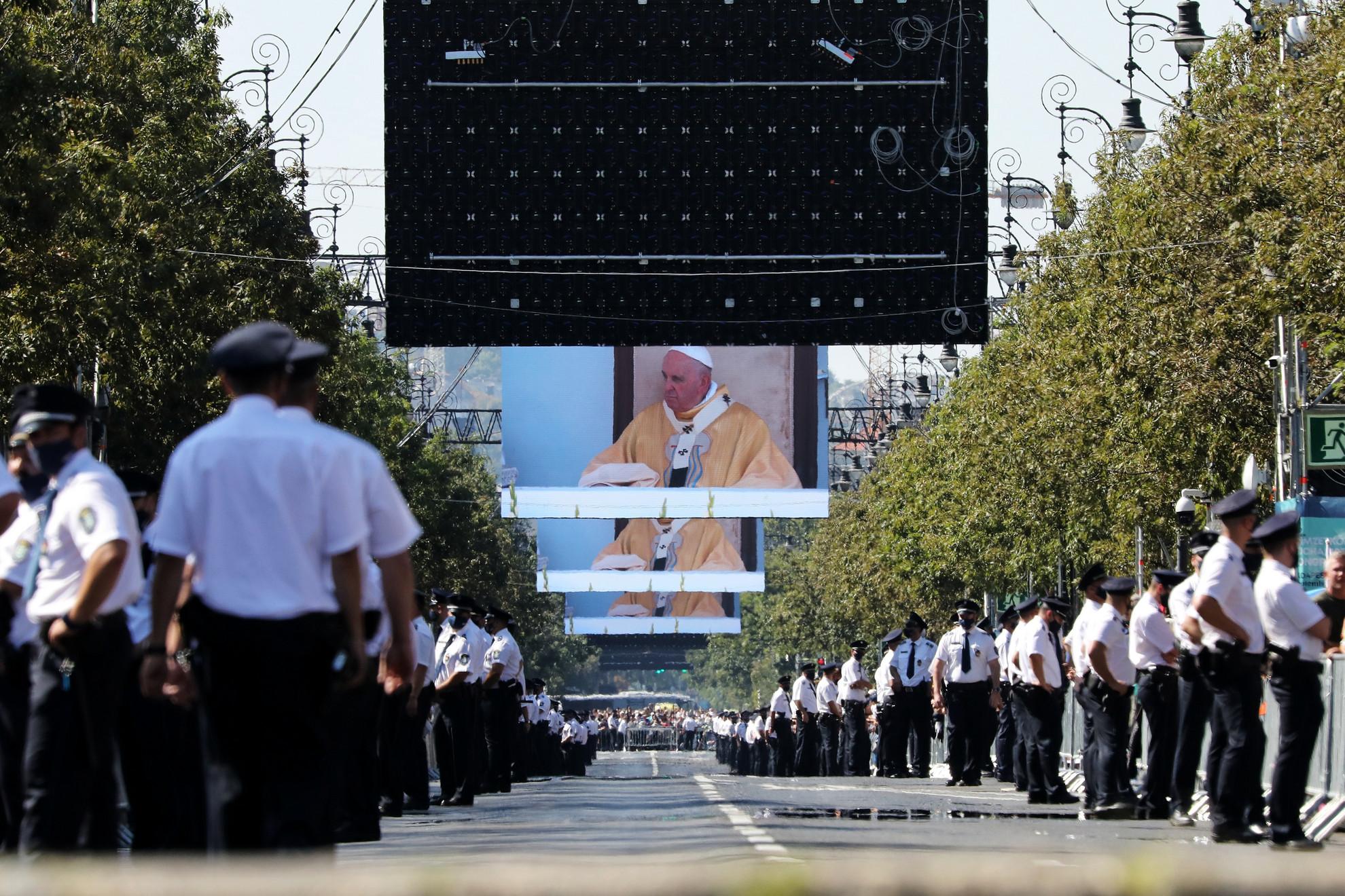 Az Andrássy út Ferenc pápa miséjén 2021. szeptember 12-én