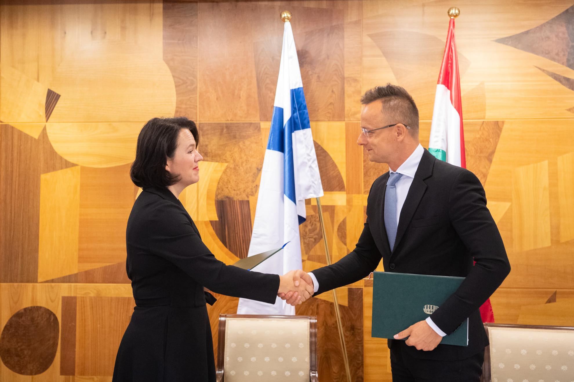 A magyar külügyminiszter Ilona Lundströmmel, a finn gazdasági és munkaügyi minisztérium főigazgatójával